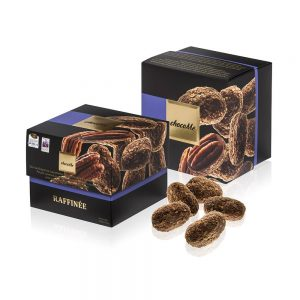 We made the unity of densely swirling caramel chocolate and creamy milk chocolate more exotic, with vanilla powder and ground sea salt from the island of Tahiti. We immerse our pecans deep into this stream of chocolate then roll them into heaps of crisp milled wafer.